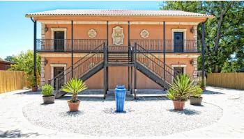 Villas at One Six Main